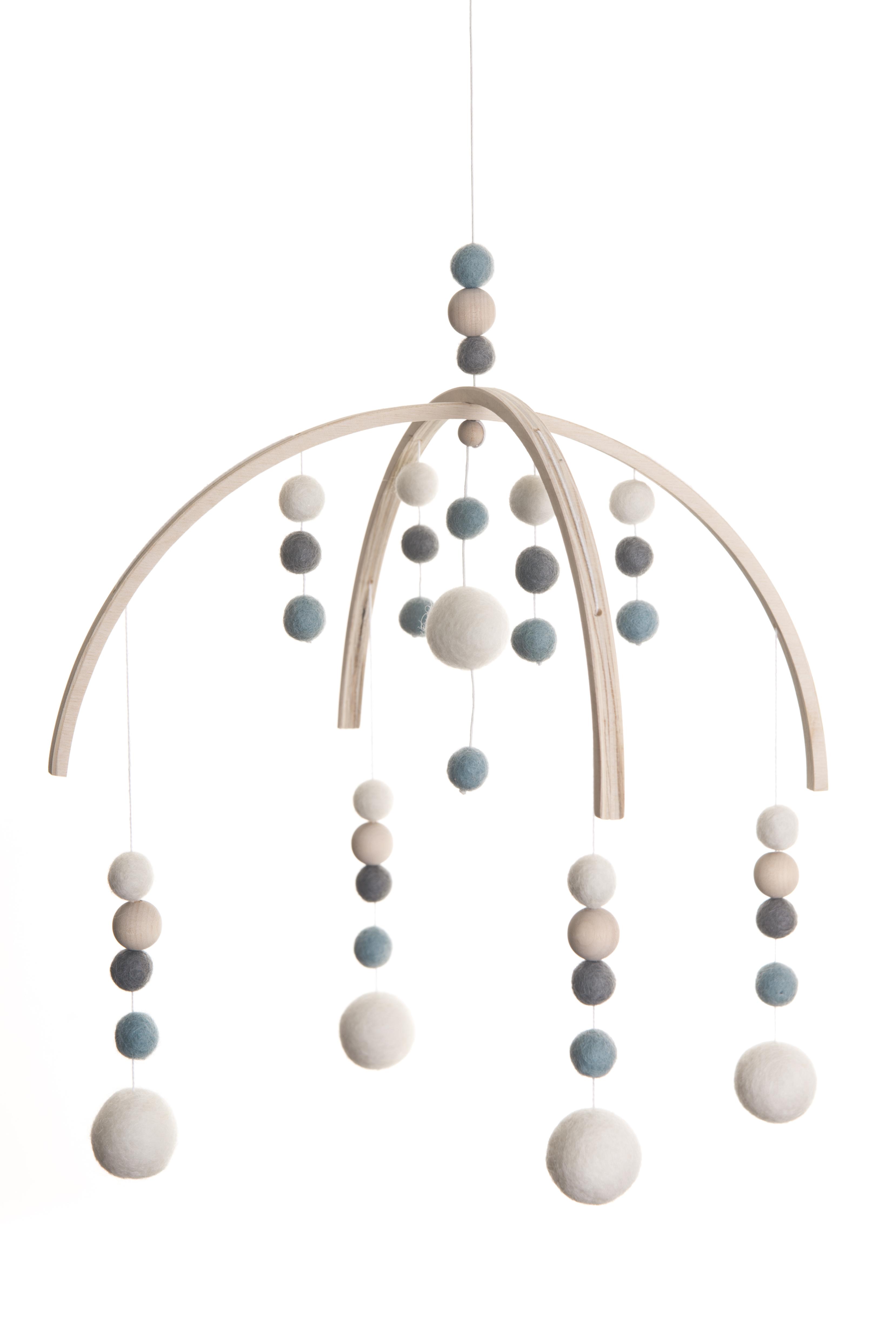 halolalo mobile mit filzkugeln hellblau ausstattung baby bode. Black Bedroom Furniture Sets. Home Design Ideas